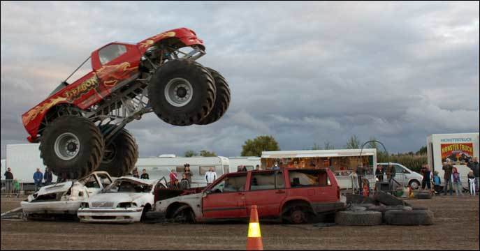 Stuntshow med monstertrucks